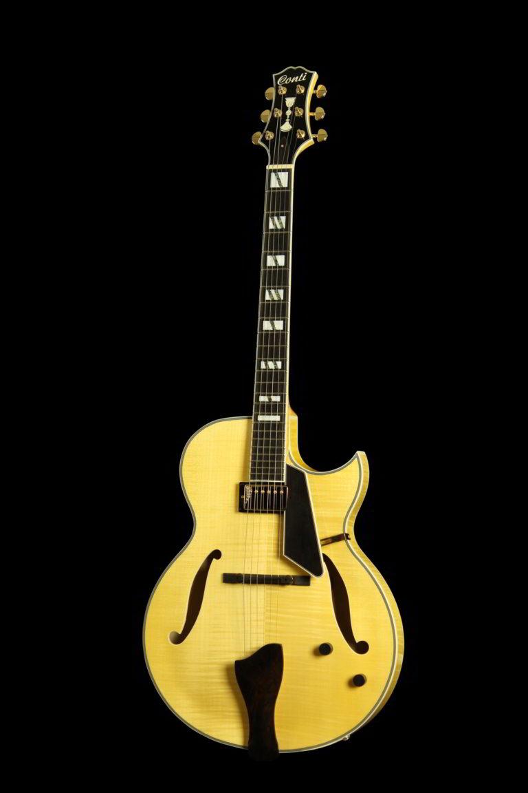 Entrada Archtop Jazz Guitar (Front, Blonde)