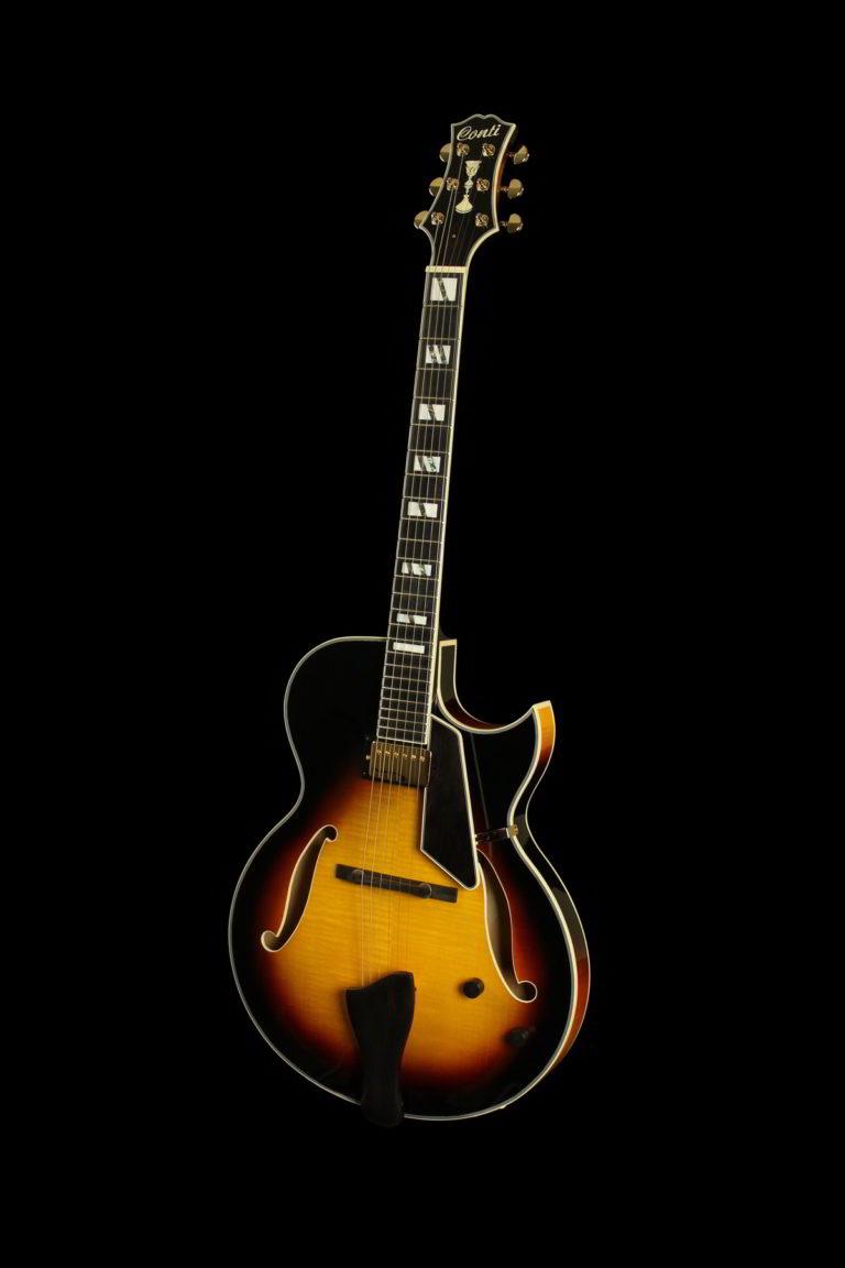 Entrada Archtop Jazz Guitar (Front, Sunburst)